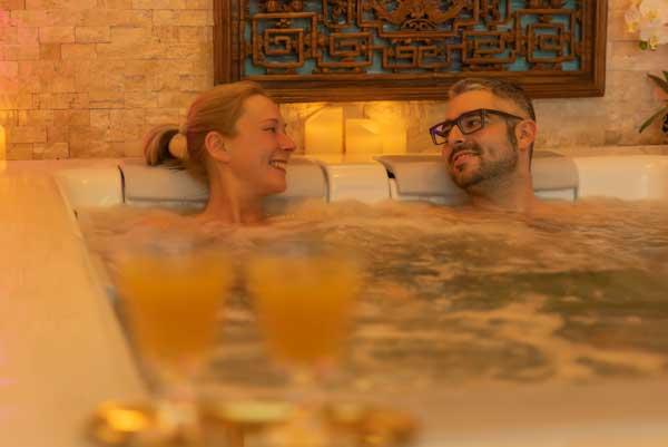 Whirlpool im Day SPA gemeinsam zu zweit genießen.