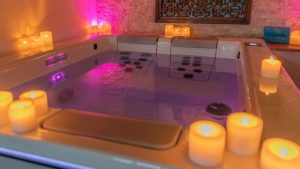 Whirlpool mit tauschbaren Wasser-Massageeinheiten.