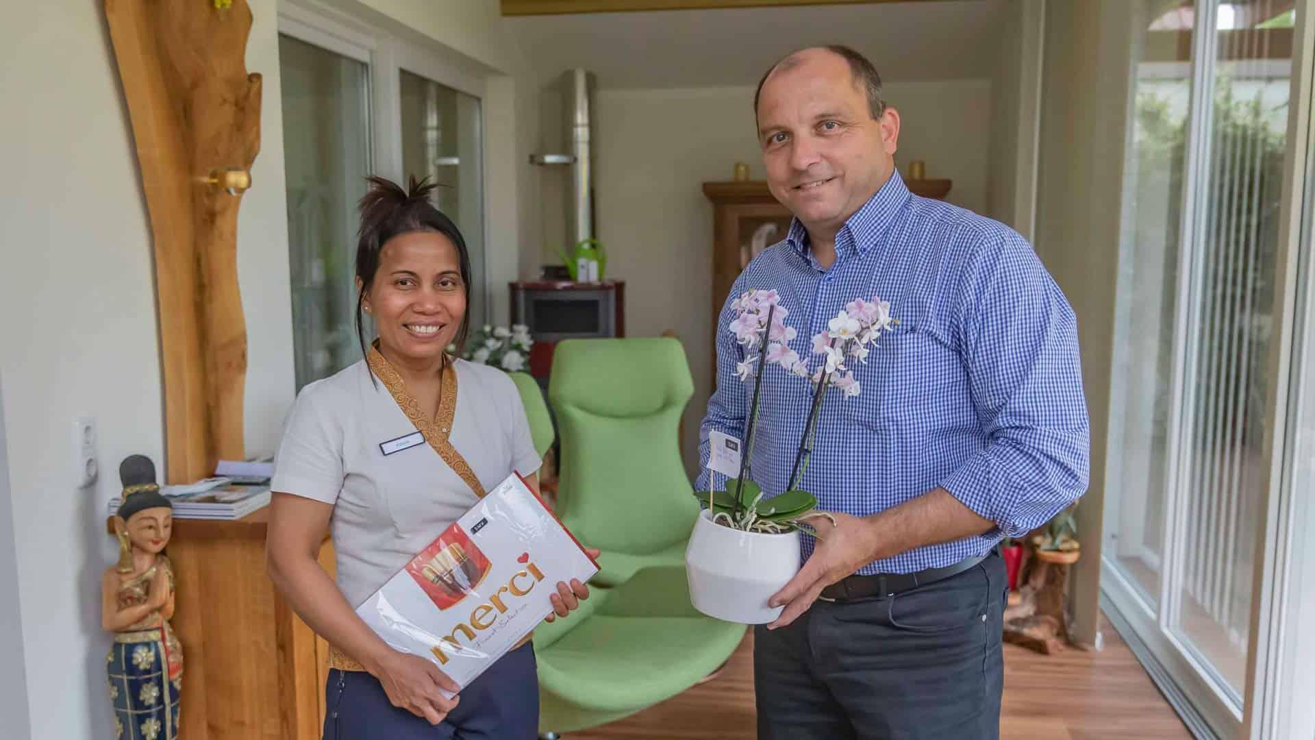 """von einem Gast als """"Dankeschön"""" nach den Massagen Orchideen in einem Topf"""