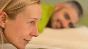 Paar Massagen auf weißen Handtuch im LANAI Spa